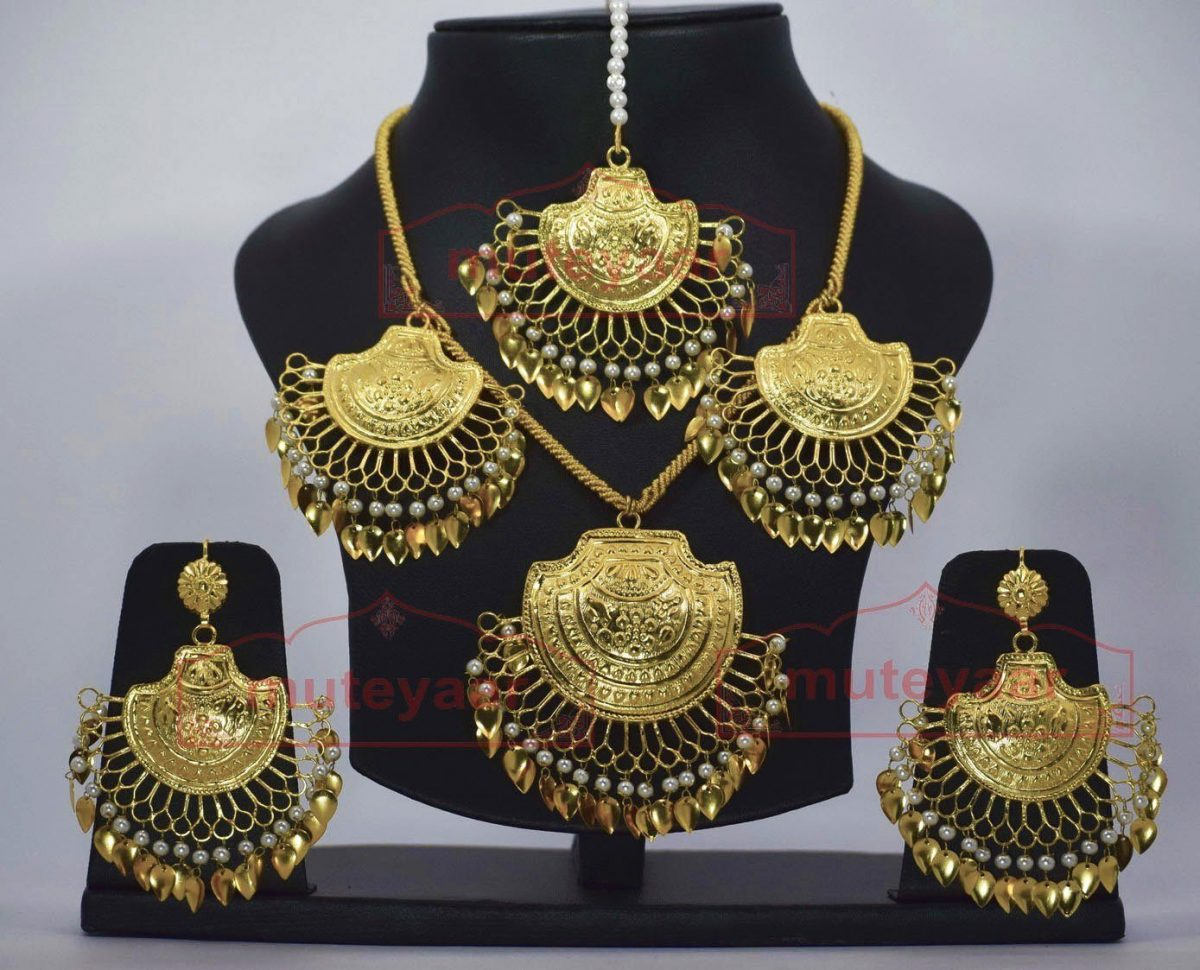 24 Ct. Gold Plated Necklace Earrings set with matching Tikka J0120