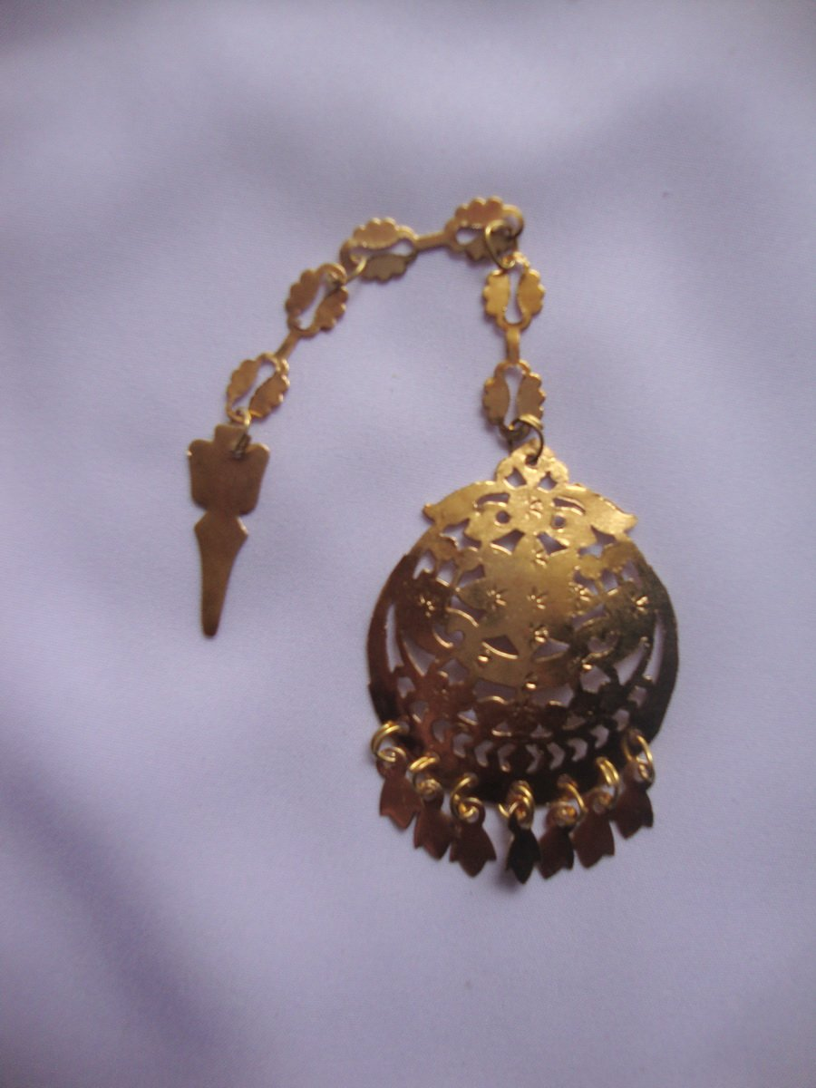 Traditional Golden Tikka Tika jewellery for giddha and bhangra 1