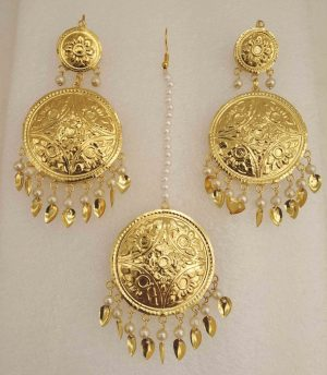 Gold Polished Round Punjabi Earrings Tikka set J0494